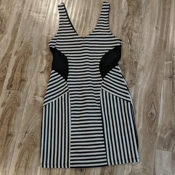 ❄️ 3/$25 Grey & Black Striped V-Neck Dress